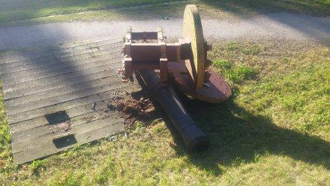 KOLLAPSET: Denne kanoen kollapset torsdag kveld. Nå skal ytterligere to kanoner bort.