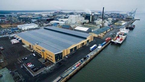 Største lager: Borg havns lager for Nor Lines er også bygd i massivtre, med materialer fra samme fabrikk i Østerrike som skolen på Karlshus. (Arkivfoto: Erik Hagen)