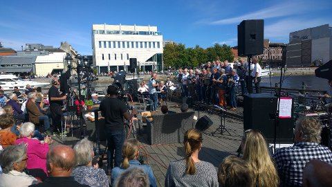 – Publikum var kjempefornøyde med konserten i fjor. Det var folk på begge sider av elven som gledet seg over musikken, sier  Thorbjørg Ihleby.
