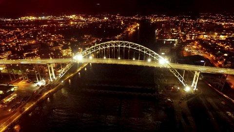 Fredrikstadbrua ble offisielt åpnet i en ny og fantastisk drakt onsdag kveld.
