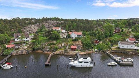 Eiendommen som nå er til salgs på Kjøkøy kan fungere som både hus og hytte i ett.