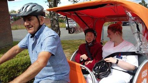 Flere aktivitetstilbud: Sykling med eldre er ett av mange tilbud Frivillighetssentralen tilbyr.
