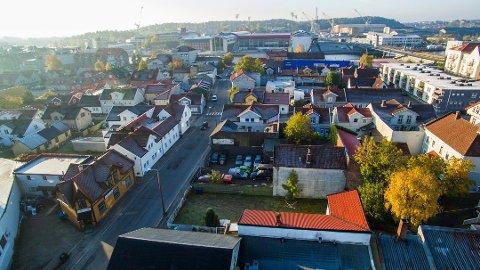 Skal bevares: Rådmannen peker på at Holmen er en av byens best bevarte bydeler, med autentisk bygningsmasse og bystruktur, som skal tas vare på. (Arkivfoto: Erik Hagen)