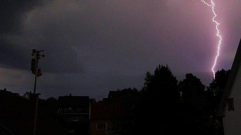 Bildet av lynet over Halden.