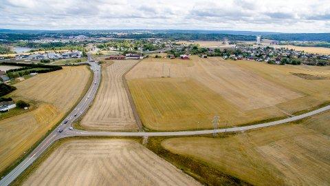 Skulle bli næringsområde: I 2011 fikk Fredrikstad lov til å bruke matjord på Årum til næringsareal, men først etter 2023. Nå er tomten vekslet inn mot Tofteberg. (Foto: Erik Hagen)