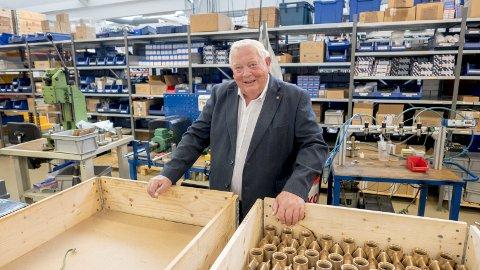 SER FREMOVER: Daglig leder Arne Skauen er mer opptatt av å se fremover enn bakover for den 110 år gamle bedriften. For tiden har Sleipner Motor flere store forskningsprosjekter som skal gi ny teknologi for båtfolket. begge foto: erik hagen