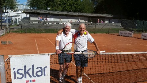 Veteraner: Jahn H. Wiese og Sverre Worren. De møttes i NM-singelfinalen tirsdag formiddag - og spiller sammen i dobbel klokken 17 tirsdag ettermiddag. (foto: Jonathan Dalnoki)