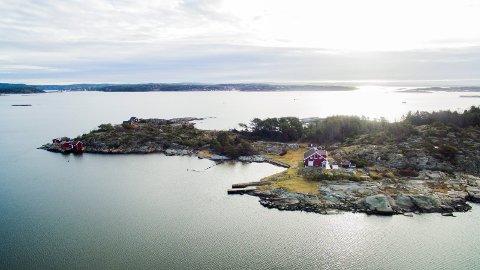 Tareholmen: Øya ligger rett utenfor Skjærhalden. På øya er det i følge klageren en del sjøbuer som det ikke  blir betalt eiendomsskatt for. En av sjøbueierne som likevel må betale, har klaget på eiedomsskatten og langt på vei fått medhold.