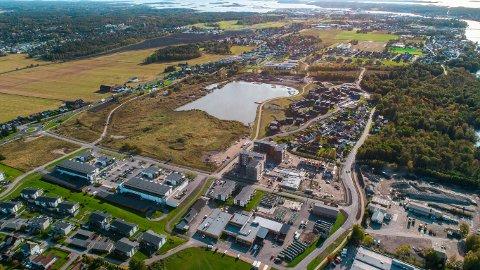 STORSTILT UTBYGGING: Arca Nova står bak en enorm utbygging på Sorgenfri på Østsiden. Neste byggetrinn skjer på nordsiden av dammen, altså området tvers over Østsiden Storsenter. Der skal det blant annet bygges et stort amfi, i tillegg til idrettsbaner og leiligheter (bla for flere bilder).