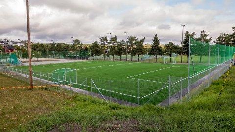 Kommunen tar med seg klubbene til Tyskland i håp om å finner bedre miljøvennlige alternativer enn de banene som er lagt i distriktet. Her fra sjuerbanen på Lisleby.