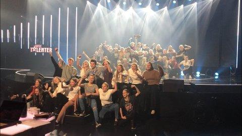 Fredrikstad Barne- og Ungdomsteater har kommet seg gjennom flere auditioner, og på fredag venter direktesendt semifinale. Da er det publikum som avgjør hvem som går videre, og FBUT håper folk i Fredrikstad vil hjelpe dem å komme til finalen. Her har de generalprøve på scenen, torsdag 14. november.