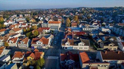 I denne saken forklarer kommunens eiendomsskattekontor hvordan eiendomsskatten beregnes. Bildet er fra Holmen.