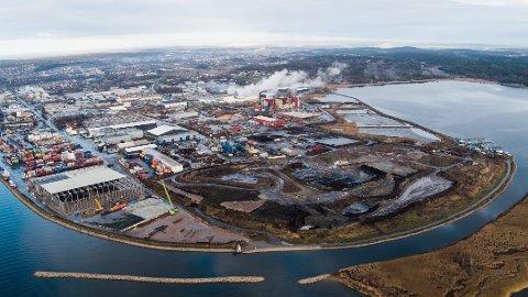 SNART FULLT: Det nye avløpsrenseanlegget er tenkt bygd øst for Frevars forbrenningsanlegg, nær Gansrødbukta og Batteriretur. (Arkivfoto: Frevar)