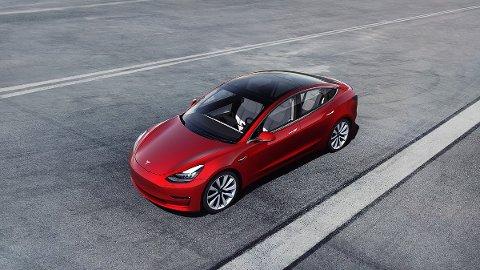 """Noen elbiler koster over én million, men på langt nær alle. her er Tesla 3, den amerikanske bilprodusentens nye """"folkeutgave""""."""