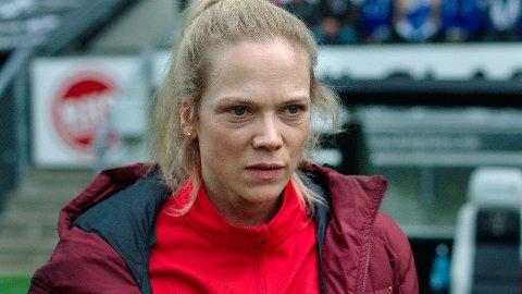 Trener for Varg, Helena Mikkelsen, får sitt å stri med i sesong 2 av «Heimebane».