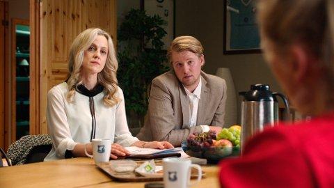 Petronella (Marian Saastad Ottesen) og hennes bror Peder (Ole Christoffer Ertvaag) vil investere i Varg IL.