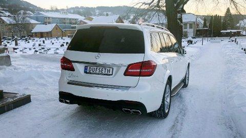 Mercedes-AMG GLS 63 er mildt sagt ikke den typiske begravelsesbilen. Under panseret her sitter nesten 600 hk.