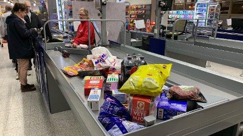 Mange legger handleturen til Sverige - ikke alle er like prisbevisste.