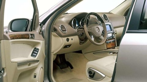 Premium-SUV til under 200.000 kroner? Joda, det er mulig. Mercedes ML (bildet), for eksempel. Her får du høy kvalitetsfølelse og mye plass for pengene. Men om du ønsker en nyere bil, kan populære Toyota Rav4 være et godt alternativ.