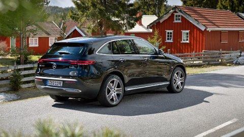 Mercedes lanserer akkurat nå sin nye elbil EQC i Norge. Dette er en bil i SUV-klassen, men bakkeklaringen er lavere enn det vi er vant til her.