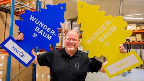 WUNDERBAUM-KONGEN: Hver dag produserer fabrikken til Daniel Niklasson 35.000 Wunderbaum til det nordiske markedet. – Skandinavere elsker Wunderbaum, sier han.