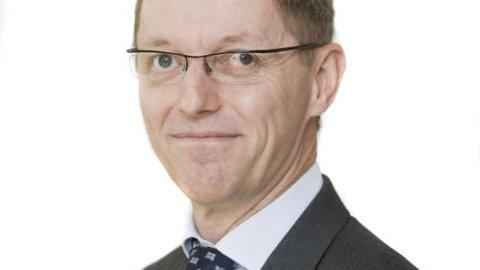 """OPP OG NED:Ingar Skiaker var på 2. plass på inntektslista i Fredrikstad i 2017. I dag er han tiltalt for korrupsjon og """"sammensvergelse"""" i USA."""