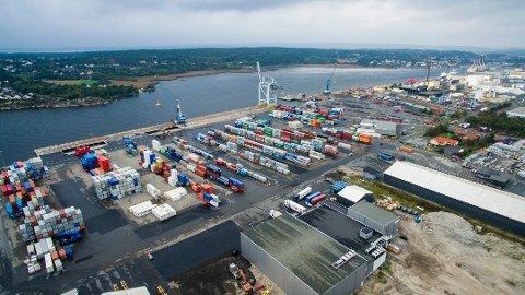 KAN SETTE I GANG: Borg Havn har fått støtte og kan bare sette i gang prosjektet som skal gjøre at skip som anløper containerhavna på Øra kan knytte seg til landstrøm om de er bygget for det og dermed slipper å forurense omgivelsene.