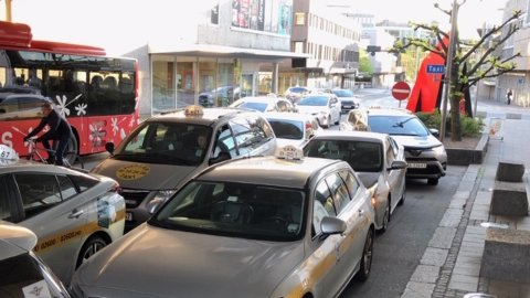 VIL HA MER EL: Kommunen lover å stille med ladere forbeholdt drosjer og pengestøtte til hjemmeladere til drosjeeierne hvis selskapet som trekker det lengste strået i anbudskonkurransen om persontransport forplikter seg til en kraftig opptrapping av elbilparken.
