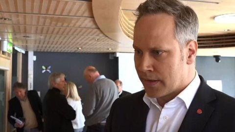 Vil vedta boten: Ordfører Jon-Ivar Nygård, bildet er tatt etter fremleggelsen av granskningsrapportene i fjor, anbefaler formannskapet å si ja og godta boten på en halv million. (Arkivfoto: FB)