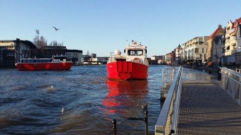 KAN FÅ PROBLEMER: Onsdag skal vannet stige unormalt mye i Fredrikstad. Det kan ramme fergetrafikken hardt.