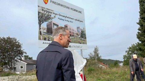 Ordfører Jon-Ivar Nygård (Ap) fotografert i september 2019 i forbindelse med anleggsstarten for nye Onsøyheimen. Første kvartal neste år, kan det også bli byggestart.