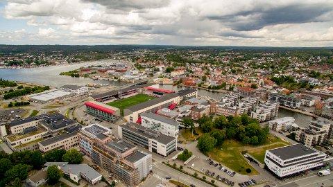 KrF mener det bør utredes om det er mulig å få lagt solcellepanel på taket av blant annet Fredrikstad Stadion for å kutte klimagassutslipp. Det er nemlig gjort på Odds hjemmearena: Skagerak Arana i Skien.