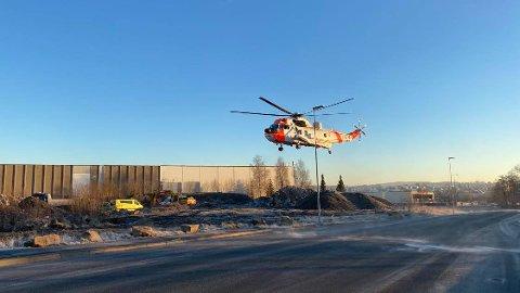 Et ambulansehelikopter ble tilkalt i forbindelse med ulykken.