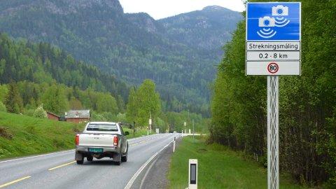 Her vanker det kun bot dersom snittfarten mellom de to fotoboksene er over fartsgrensen. (Foto: Statens vegvesen)