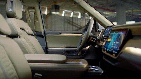 Slik ser det ut inne i el-pickupen Rivian R1T. Kanskje er det din drømme-elbil i 2021? Den er i alle fall én av de fire heftigste, helelektriske nyhetene som kommer på markedet neste år.