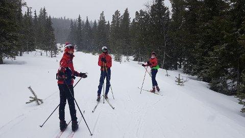 ENDELIG PÅ SNØ: Ungdomsgruppa til FSK fikk endelig snø under skiene på Nesbyen.