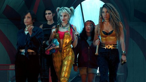 Renee Montoya (Rosie Perez), Huntress (Mary Elisabeth Winstead), Harley Quinn (Margot Robbie), Cassandra Cain (Ella Jay Basco) og Black Canary (Jurnee Smollett-Bell) i «Birds of Prey (And the Fantabulous Emancipation of One Harley Quinn)». (Foto: SF Studios)