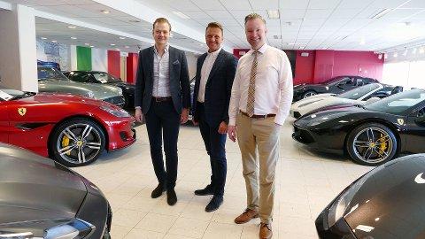I slutten av april åpner Autoxo Sport en helt ny og større luksusbil-butikk. Med totalt 4.500 kvadratmeter blir storsatsningen landets største butikk av sitt slag. F.v. Henrik Jacobsen, Thomas Kleven og Peter Johansson.