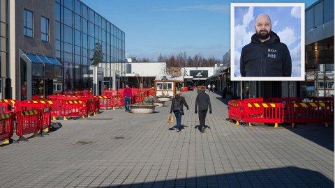PLASS NOK: Det har vært stille hos Oslo Fashion Outlet, men nå åpner stengte butikker hver dag, forteller senterleder Lars Pedersen.