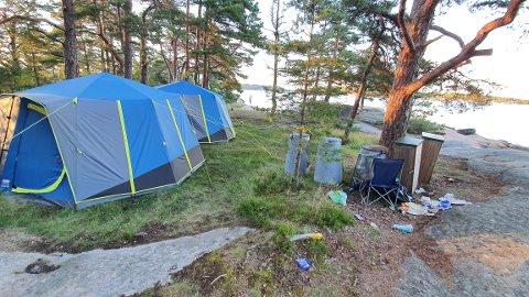 HAR SLÅTT SEG NED: En person som eier et av de åtte teltene som er satt opp på Thorsøkalven forteller at han og familien har campet der i over 40 år.  – Vi gjør bare som vi alltid har gjort, sier han.