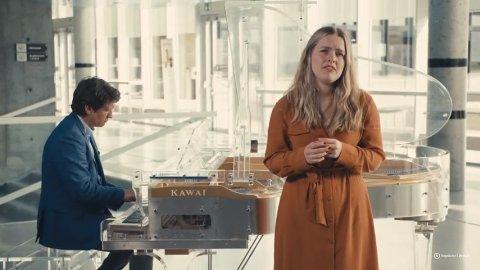 Sanne Kvitnes og Bjørn Halstensen spilte inn den populære videoen på Høgskolens avdeling, Remmen, i Halden i mai.