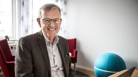 Ingmar Johansson, sentersjef på Tanum shoppingcenter, sier nordmenn normalt utgjør en viktig andel av kundemassen i helgene. Men koronakrisen gjør at de fleste uteblir – men ikke alle.