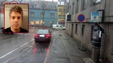 FEILPARKERT: Denne Mercedesen sto parkert der det er parkering forbudt, og nektet siden å flytte seg, i følge Hans Olav Skogstad.