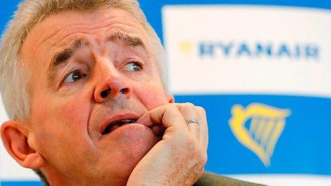 """KORONATRØBBEL: Direktør i Ryanair Michael O""""Leary har utestengt en rekke passasjerer som har fått refundert billettpenger under pandemien. Her er han avbildet under en pressekonferanse i 2018. (Foto: Tolga AKMEN / AFP)"""