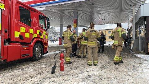 Brannvesenet slukket en mindre brann i sikringsskapet.