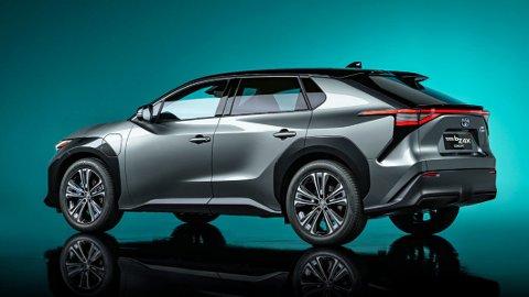 Toyota bZ4x er det litt kryptiske navnet på Toyotas første elbil. Den blir en fullverdig familie-SUV med firehjulsdrift.