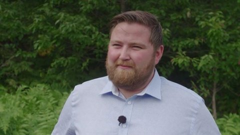 FORBRUKSFEST: Denne ukens deltaker i «Luksusfellen» , Julian Martinsen Stenbro, har hatt stort forbruk der mye har blitt betalt med kredittkort, forbrukslån og SMS-lån. Foto: TV3/Viaplay.
