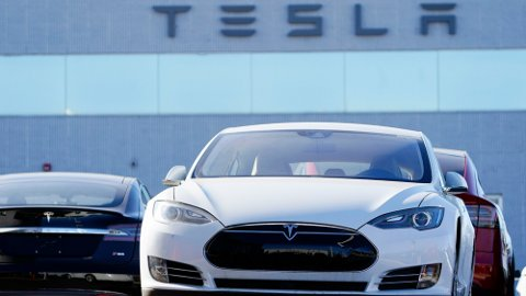 DØMT: Tesla-eiere vant i forliksrådet over elbilgiganten.