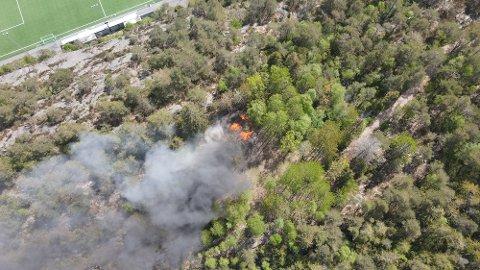 Gapahuken som brant ligger rett ved fotballbanen i Trondalen.
