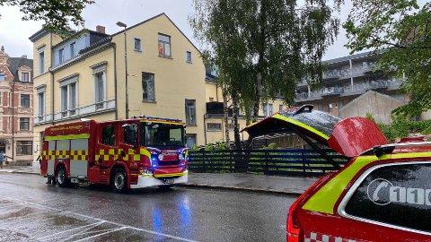 Brannvesenet rykket ut til stedet med fire biler, men det viste seg raskt at det ikke var snakk om stor dramatikk på adressen.